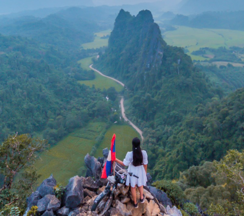 Things to do in Vang Vieng - A scenic painting in Laos | Suvarna Arora
